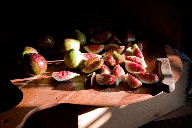 Figs In Honey-Thyme Butter Sauce With Yoghurt